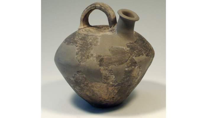 <p><em>Askos</em>, cultura ib&eacute;rica, primer decenio del siglo&nbsp;II&nbsp;a. C., 23&nbsp;&times;&nbsp;24&nbsp;cm, Cabrera de Mar (Maresme)</p>