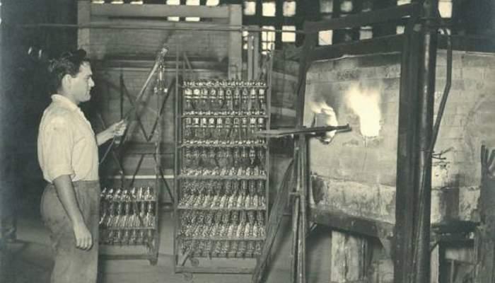 <p><strong><em>Eliseu Masafrets, vidrier de bombetes del Forn del vidre,</em></strong> 1947</p> <p>Foto: Santi Carreras i Sajaloli</p> <p>Arxiu Municipal de Matar&oacute; / Fons Carreras</p>