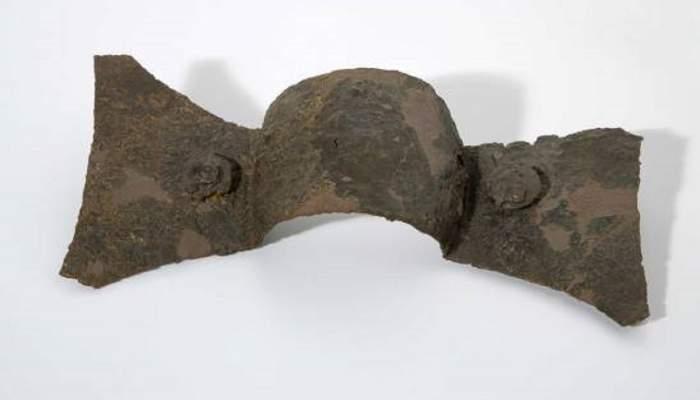 <p>Umbo d&rsquo;escut, s. III aC</p> <p>Ferro</p> <p>Procedent de la necr&ograve;polis del Tur&oacute; dels Dos Pins, Cabrera de Mar</p> <p>29,4 x 9,8 x 6,3 cm</p> <p>Foto: Eusebi Escarpenter. Museu de Matar&oacute;</p>