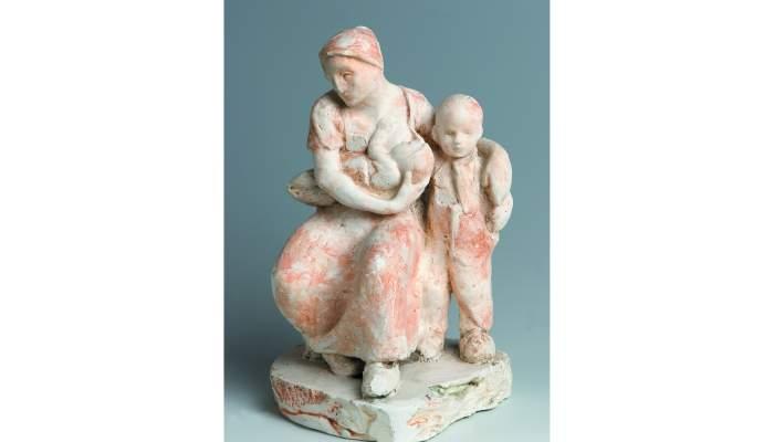 <p>Manolo Hugué, <em>Maternitat</em>, <em>c</em>. 1897-1900, Cadaqués, guix pintat</p>