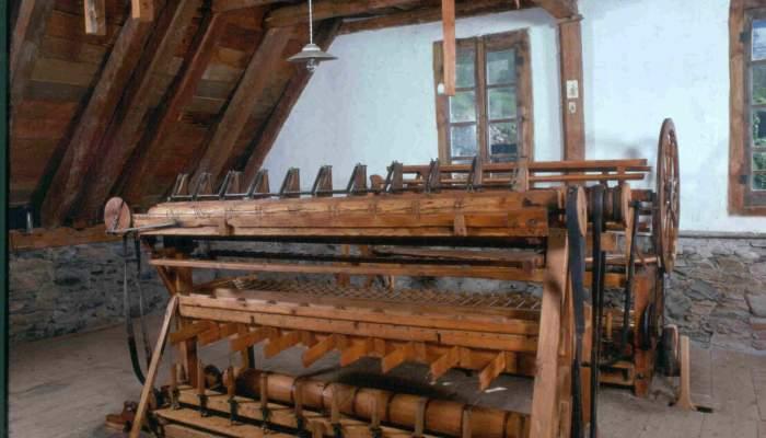 <p>Sur cette machine on se rend compte du travail artisanal des premi&egrave;res industries laini&egrave;res.</p>