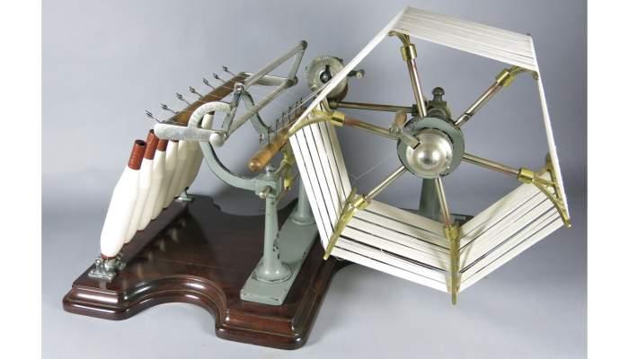 <p>La machine Aspi pour faire des analyses</p> <p>vers 1950-1960</p> <p>Originaire de l'entreprise DB Apparel Spain, S.L.</p> <p>(Matar&oacute;)</p> <p>Photo&nbsp;: Mus&eacute;e de Matar&oacute;</p>