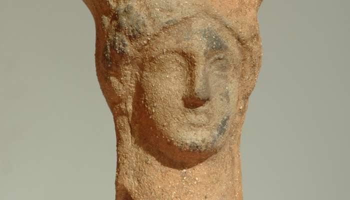 <p>Peveter amb els atributs de la deessa Dem&egrave;ter</p>