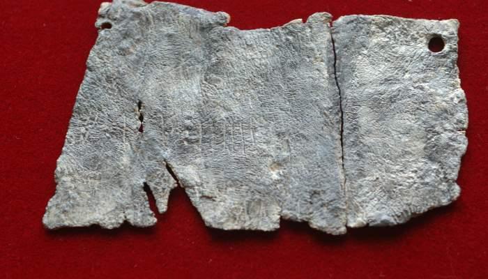 <p>L&agrave;mina de plom amb inscripci&oacute; ib&egrave;rica</p>