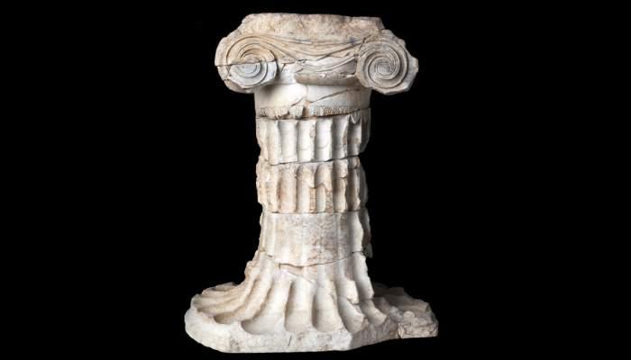 <p>Ara, mármol, Mas Castellar de Pontós (Alt Empordà), época ibérica, s. III - II a. C.</p>