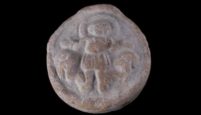 <p>Ampolla de san Menas, cer&aacute;mica, Emp&uacute;ries (l'Escala, Alt Empord&agrave;), &eacute;poca romana, 350-450&nbsp;d.&nbsp;C.</p>
