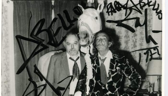 <p>Joan Abell&oacute; y Salvador Dal&iacute; en el interior del Hotel Ritz, 1970</p>