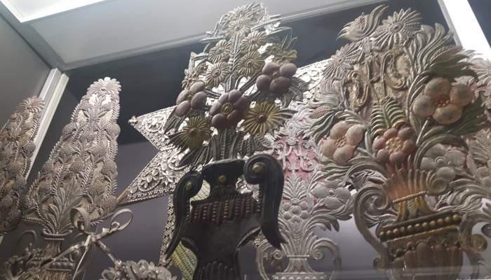 10.3 Flower statuettes