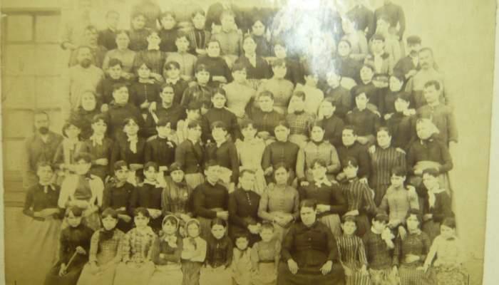 <p><strong>Des travailleurs de la section des tissus</strong></p> <p>vers 1910</p> <p>F&aacute;brica de Hilados y Tejidos Hijos de Antonio Escub&oacute;s</p> <p>Matar&oacute;</p> <p>Archives d&rsquo;Images de la Fondation Jaume Vilaseca</p>