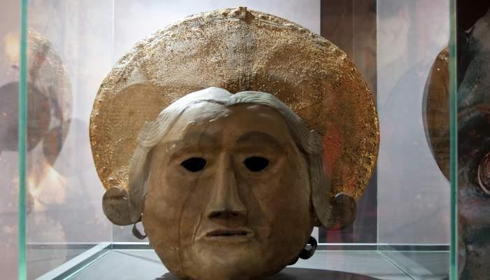 <p>N&uacute;mero de registro: 483</p> <p>Antigua careta que llevaba el &aacute;ngel durante la Patum y procesi&oacute;n para los saltos. Utilizada hasta principios del siglo xx.</p>