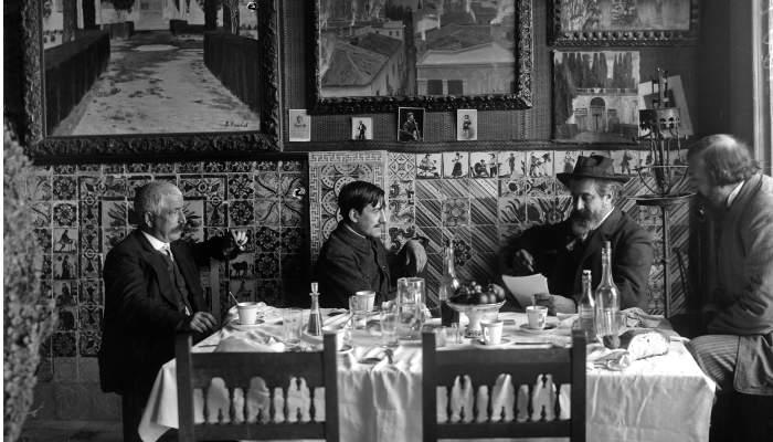 Santiago Rusiñol al Cau Ferrat amb l'impressor Víctor Oliva, el fotògraf Adolf Mas i el guardià del Cau Genís Muntané