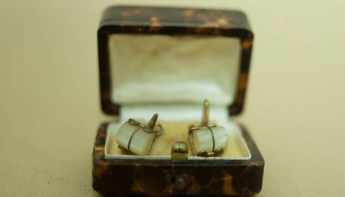 <p><em>Botons de puny, </em>Col&middot;lecci&oacute; Museu d&rsquo;hist&ograve;ria de la immigraci&oacute; de Catalunya.</p>