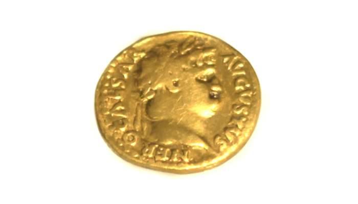 <p><em>This coin, initially equivalent to 25 silver denarii, 100 silver sesterces and 400 bronzes asses, was gradually devalued over time.&nbsp; </em></p>
