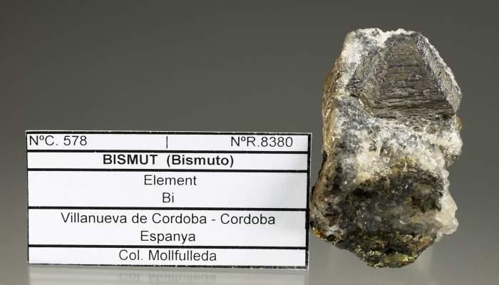 <p><em>Bismut, </em>Valencia de Alcantara. Museu d&rsquo;Arenys de Mar, n&uacute;m. de registre 8380. Fotografia de Josep Rosell.</p>